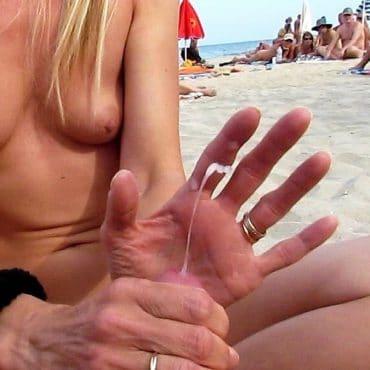 Handjob am Strand mit abspritzen