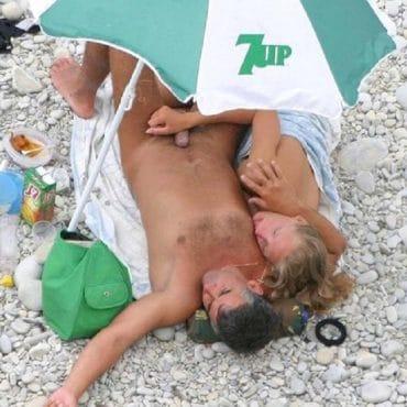 Handjob am Strand versucht zu versteckt