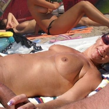 Mutti Handjob am Strand