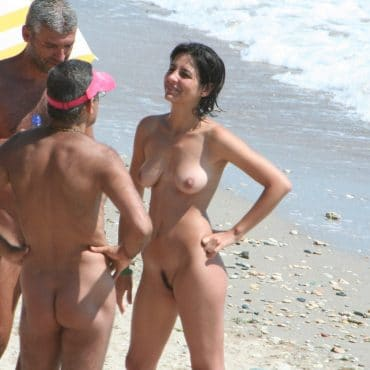 Nette Nackte Paare am Strand