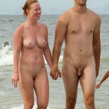 Süße Nackte Paare am Strand