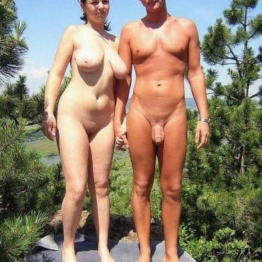 Weiße Nackte Paare am Strand