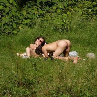 Sex im Wald auf der Wiese