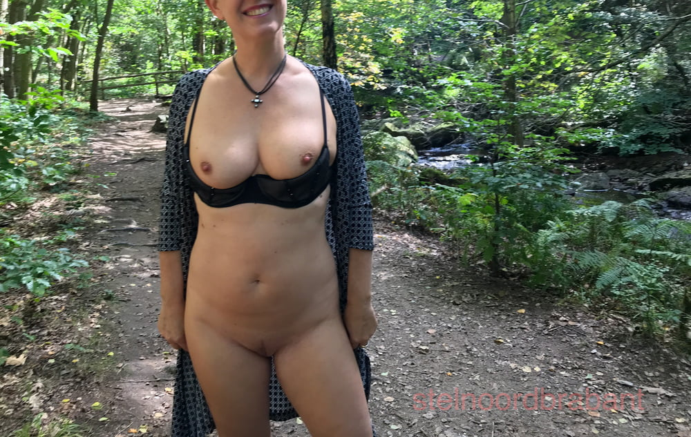 Frau Im Wald Gefickt