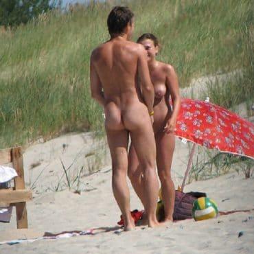 ERwischt Nackt FKK