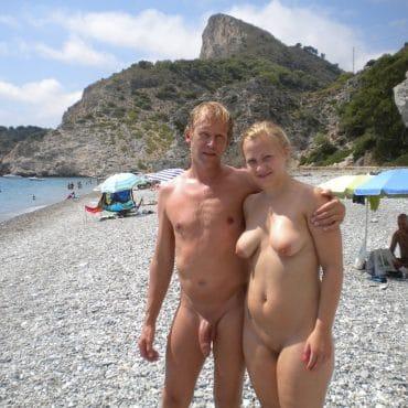 Nackt FKK Blondine