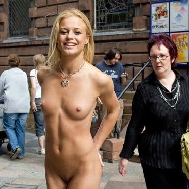 Öffentlich nackt