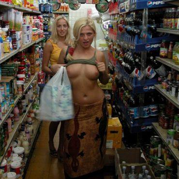 Öffentlich nackt Supermarkt