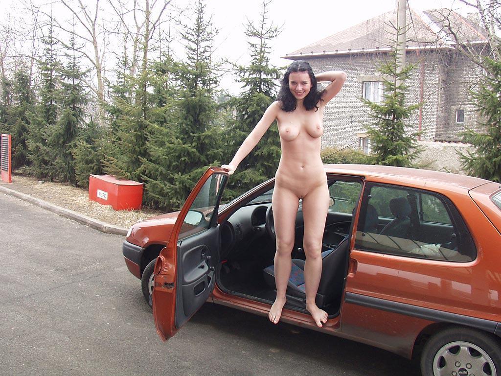Auto frau nackt Trampen Teenager