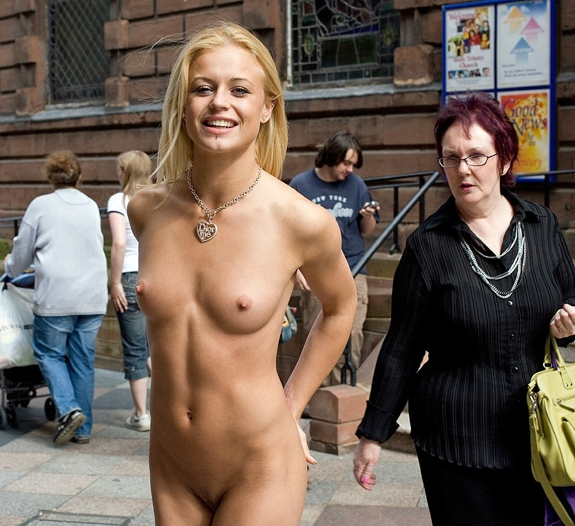 Öffentlich zeigen nackt Öffentlichkeit